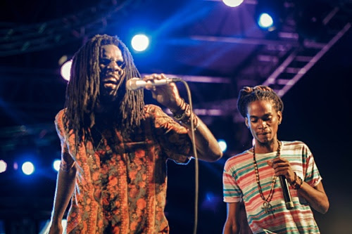 "(Chronixx and Eesah in Trinidad on November 24th, 2017, during the Chronology Tour Caribbean sector, performing hit song, ""Perfect Tree"".)"